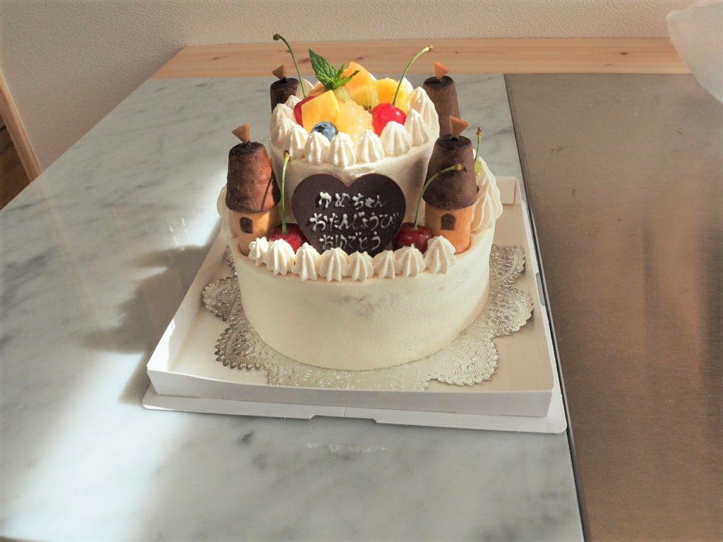 お城の2段ショートケーキ